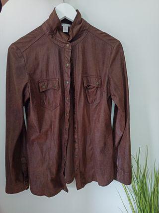 Chaqueta marrón con bolsillos manga larga
