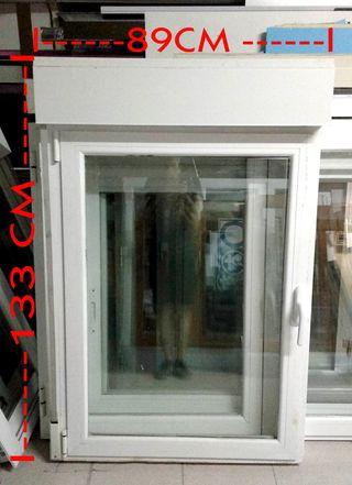 Ventana abatible 1 hoja 89 x 133 cm con persiana