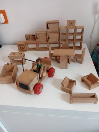 conjuto muebles casa de madera de Los Goulines