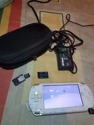 PSP + juegos + funda + tarjetas memoria