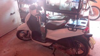 MOTO PEUGEOT MODELO TWEET BLANCA
