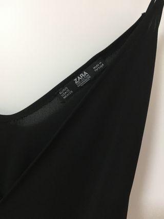 Blusa con corte asimétrico en la parte de abajo