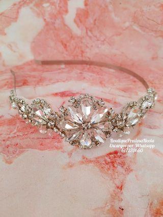 Tiara de novia de cristal en tono plata invitada