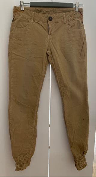 Pantalon pana desigual