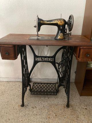 Máquina de coser singer con mesa