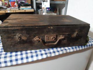 maleta de madera de los años 50
