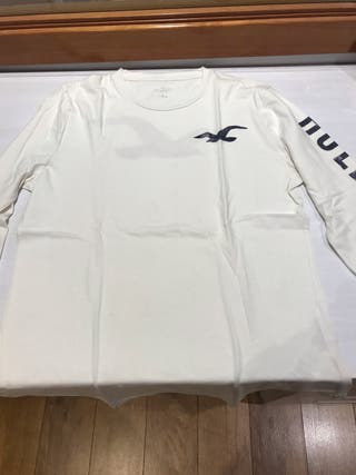 Camiseta manga larga Hollister.