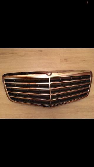 Parrilla original Mercedes-Benz Clase-e 2008