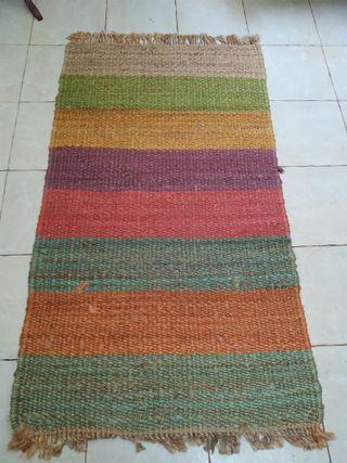 alfombra tramada rústica