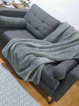 Sofa de dos plazas de diseño nórdico