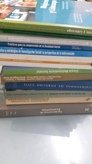 Colección libros carrera trabajo social UNED