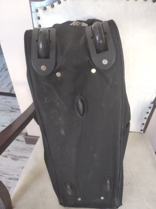 maleta de tela con ruedas