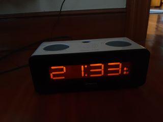 Radio despertador con luz en el techo