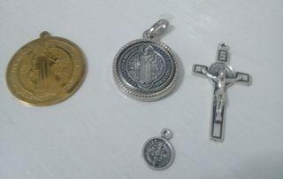Pack de 3 medallas San Benito mas una pequeña de r