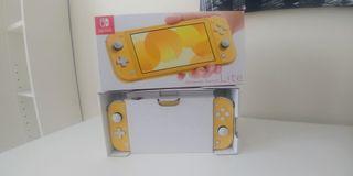 Nintendo Switch Lite Amarilla con 6 meses