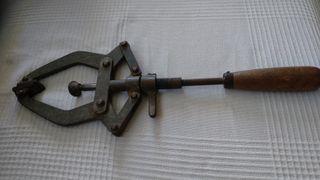 herramienta muy antigua