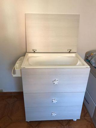 Mueble cambiador con bañera