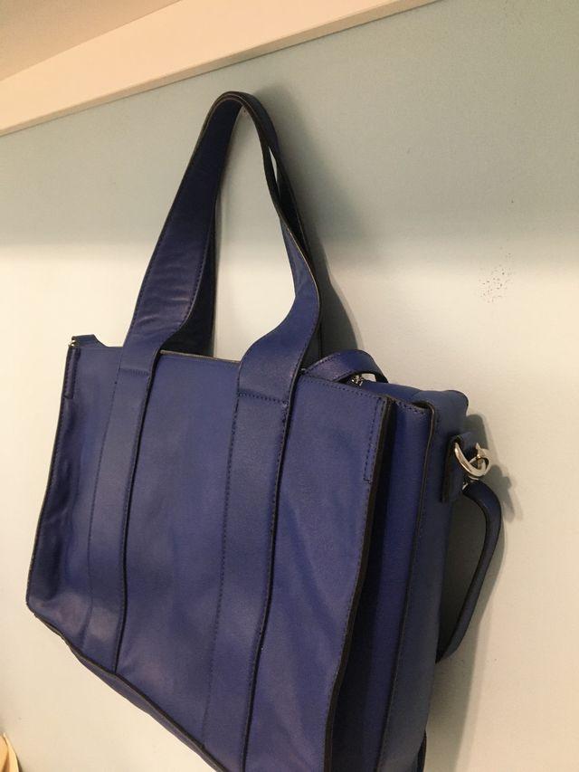 Bolso azul tamaño mediano