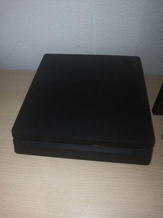 PS4 1TB + MANDO + 4 JUEGOS