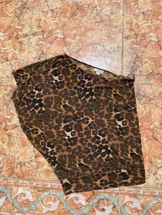 Camiseta asimétrica leopardo