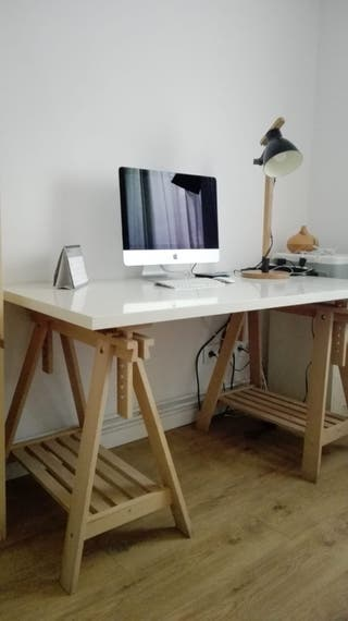 Escritorio con caballetes IKEA