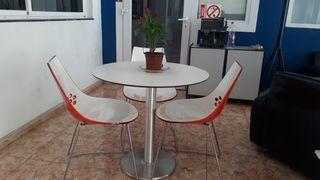 Mesa y sillas de Ford