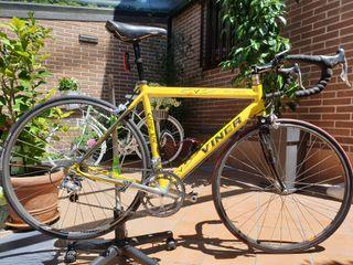 bicicleta de carretera marca Viner.