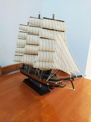 Barco de madera grande 30 €