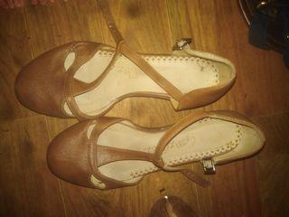 zapatos de piel marron