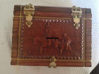Caja-hucha de madera