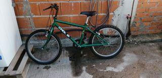 bicicleta de montaña VERDE