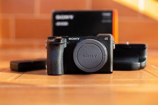 Sony a6500 con grip y baterías