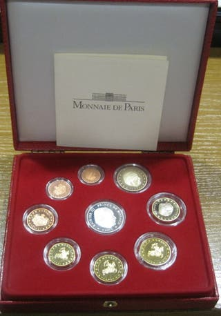 Estuche 2004 (9 monedas una de plata)