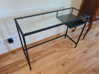 Mesa ordenador de Ikea con cristal