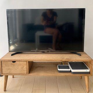 "TV SAMSUNG 40"" LED SMART Con Mesita"