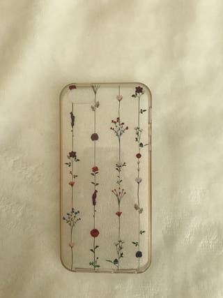 Funda silicona flores iphone 5s Pull and Bear