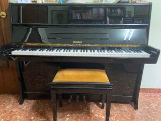 PIANO PETROF VERTICAL