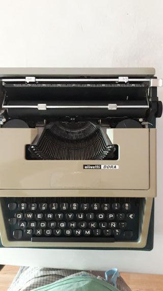 Maquina de escribir Olivetti.