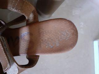 Zapatos de piel nuevecitos con planta de gel