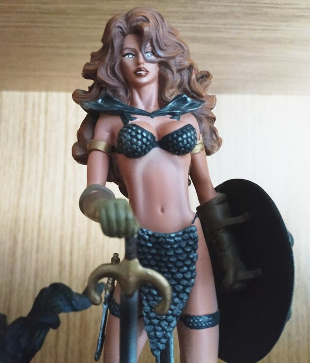 FIGURA ESTATUA DE RED SONJA