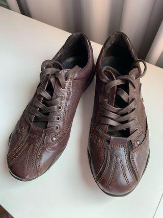 Zapatos sport de piel NUEVOS Talla 40