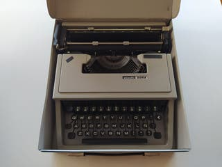 Máquina de escribir Olivetti Dora