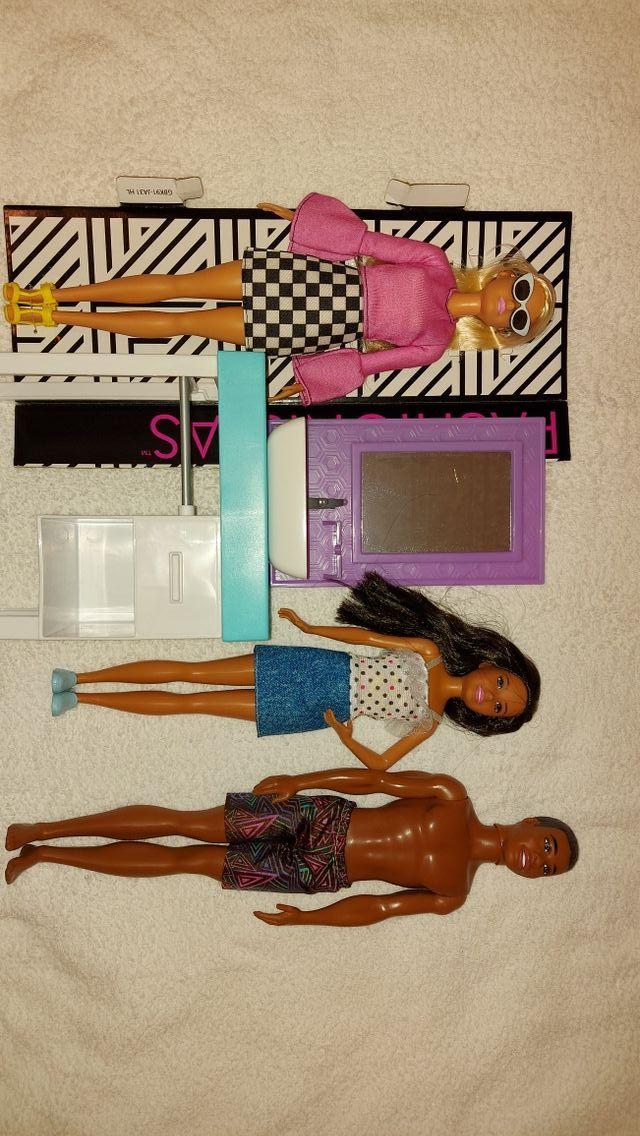 lote de Barbie 30 €