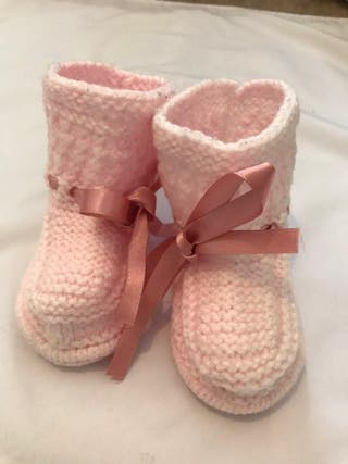 baby knitting bootees