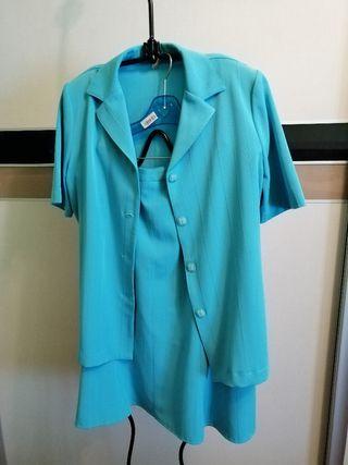 Traje de falda y chaqueta manga corta, color azul