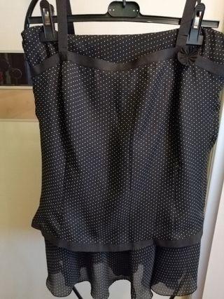 Traje de falda y corpiño, color negro