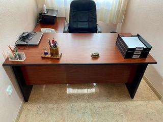 mesa escritorio estantería silla despacho