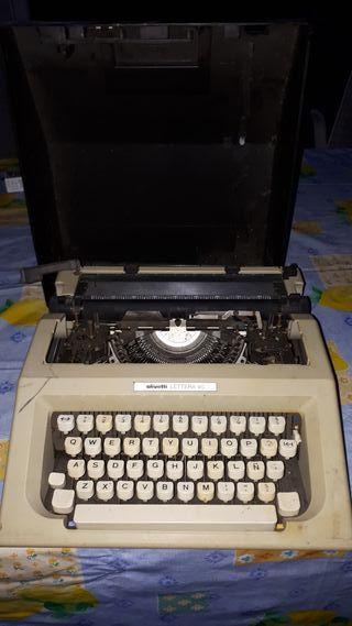 """maquina de escribir """"Oliveti """""""