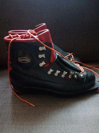 Botas de esquí antiguas, año 70, marca Sapporo