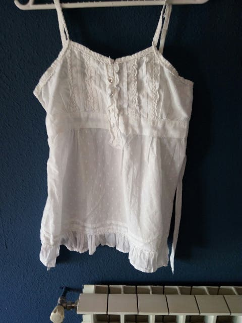 camiseta blanca tirantes estilo ibicenco